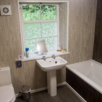 Mulgrave Cottage - family bathroom